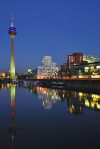 Abend im Medienhafen von Düsseldorf