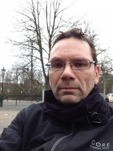 Ich nach dem Lauf auf der Bank am Klemens-Platz in Kaiserswerth