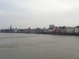Foto von der Kniebrücke gen Altstadt